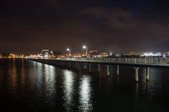 Pont en promenade dans la nuit Images libres de droits