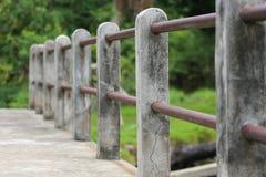 Pont en rail de ciment Images stock