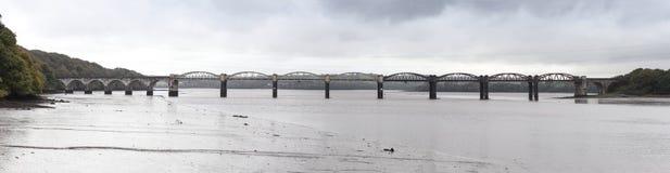 Pont en rail de Tavy de rivière images libres de droits