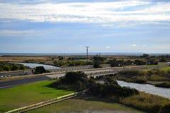 Pont en route au-dessus de rivière Image libre de droits