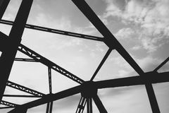 Pont en route dans Lesko Images stock