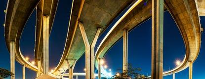 Pont en route de Bhumibol de panorama Images libres de droits