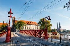 Pont en sable au-dessus de rivière d'Odra, Wroclaw images stock