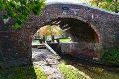 Pont en serrure de canal d'automne Image stock