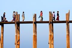 Pont en teck d'U-Bein, Myanmar Image libre de droits