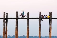Pont en teck d'U-Bein, Myanmar Image stock