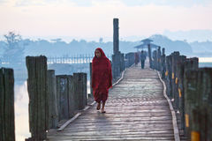 Pont en teck d'U-Bein, Myanmar Images stock