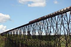 Pont en train Images libres de droits