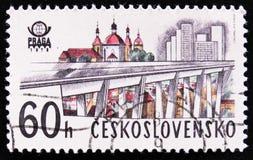 Pont et église à Prague, vers 1978 Image stock
