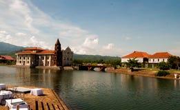 Pont et église de vintage Photos libres de droits