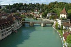 Pont et bâtiments à la rivière d'Aare à Berne, Suisse Image libre de droits