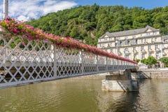 Pont et bâtiments à la ville de station thermale mauvais SME en Allemagne Photo stock