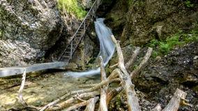 Pont et cascade en fer clips vidéos