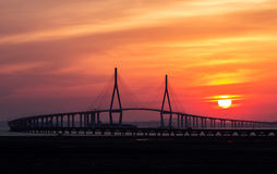 Pont et coucher du soleil d'Inchon Photo stock
