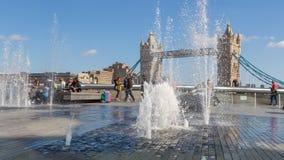 Pont et fontaines de tour Image stock