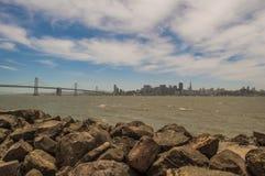 Pont et horizon de SF photo stock