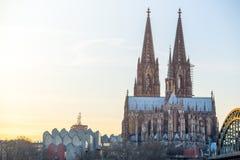 Pont et les DOM de Cologne photographie stock