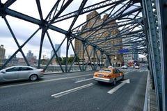 Pont et manoirs en acier de Broadway, Changhaï Photographie stock libre de droits