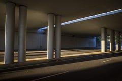 Pont et rue moderne en Sant Cugat del Valles Photographie stock libre de droits