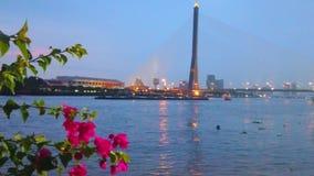 Pont et soirée de Rama XIII sur le fleuve Chao Phraya, Bangkok, Thaïlande clips vidéos