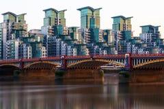 Pont et St George Wharf de Vauxhall Photographie stock