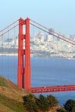 Pont et ville en porte d'or Images libres de droits
