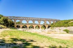pont för du france gard Det pittoreska landskapet med den forntida akvedukten på listan av UNESCO Fotografering för Bildbyråer