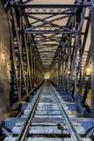 Pont ferroviaire en métal de train Image stock