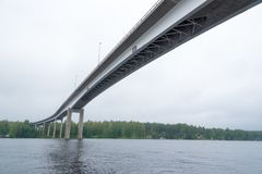 Pont grand dans Puumala, Finlande images libres de droits