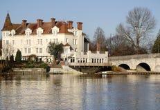 Pont historique en hôtel et en route Images stock