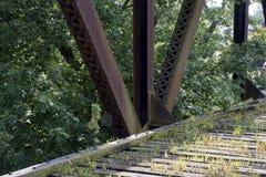 Pont historique Marietta Ohio en chemin de fer images stock