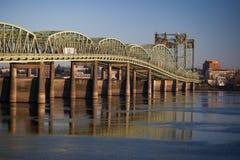Pont I5 relecting dans le fleuve Columbia Photos libres de droits