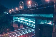 Pont illuminé dans différents aspects photo stock