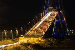 Pont iluminado de Normandy na noite, ponte francesa sobre Seine imagens de stock royalty free