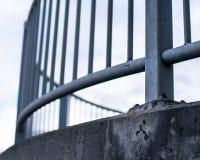 Pont incurvé en acier photo stock
