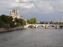 Pont Królewski i louvre Zdjęcia Royalty Free
