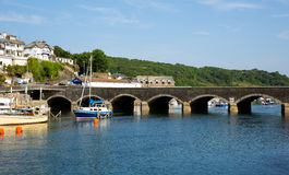 Pont les Cornouailles Angleterre de Looe Image libre de droits