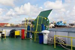 Pont-levis de fer du ferry dans l'état fermé images libres de droits