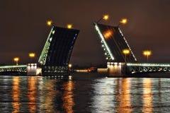 Pont-levis la nuit Photos libres de droits
