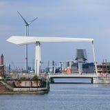 Pont-levis moderne dans la région de port d'Anvers, Belgique Images libres de droits