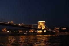 Pont lumineux de Budapest Photographie stock libre de droits
