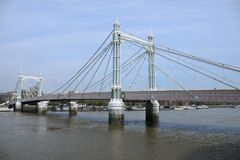 Pont méfiant près de parc de Battersea photo libre de droits