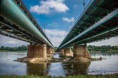 Pont moderne à Varsovie au-dessus du fleuve Vistule image stock