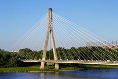 Pont moderne à Varsovie au-dessus du fleuve Vistule Photo libre de droits