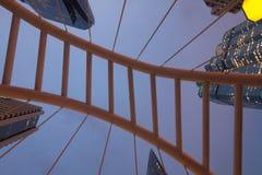 Pont moderne avec des gratte-ciel au district des affaires Sathorn à Bangkok ; Thaïlande photographie stock