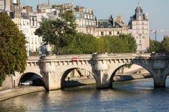 Pont Neuf和在巴黎援引海岛 库存图片