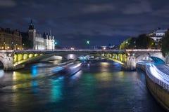 Pont neuf Brücke bis zum Nacht, Paris, Frankreich Lizenzfreie Stockfotografie