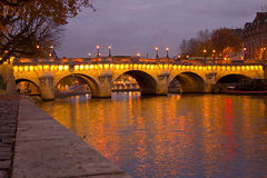 Pont Neuf in Dawn Stock Foto's