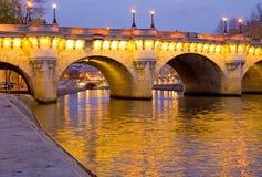 Pont Neuf an der Dämmerung, Paris Lizenzfreie Stockfotos