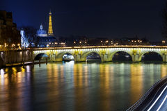 Pont Neuf en París en la noche Imágenes de archivo libres de regalías